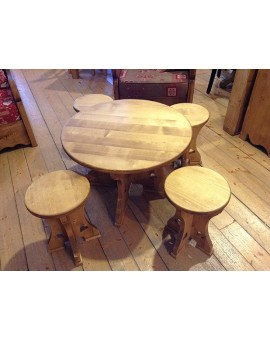 Table basse et tabourets